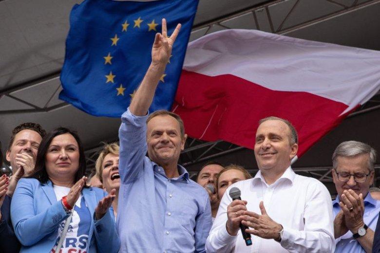 Donald Tusk wyznał, że i jemu jest smutno z powodu swojej decyzji. Jednak, jak podkreślił, była ona jedyną możliwą opcją