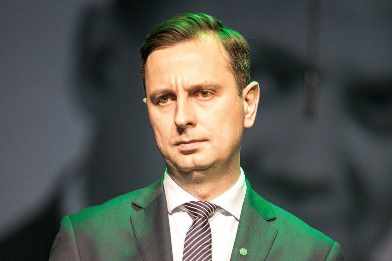 Władysław Kosiniak-Kamysz nie ma powodu do radości. Choć trzech kandydatów ludowców pojedzie do Brukseli, to partia traci elektorat na rzecz PiS.