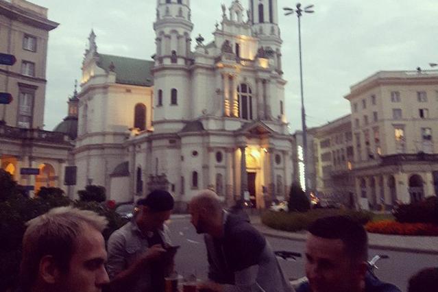 Plac Zbawiciela to jedno z lepszych miejsc do spędzenia wieczoru w Warszawie.