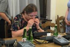 Krystyna Pawłowicz podczas awantury na komisji sprawiedliwości postanowiła zjeść kanapkę.