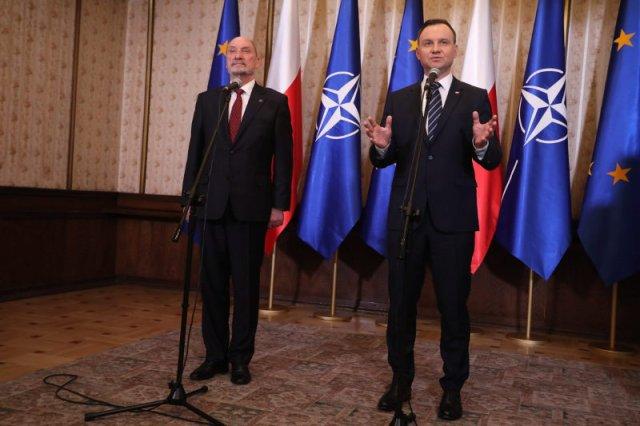 Andrzej Duda i Antoni Macierewicz tolerują się tylko na zdjęciach.