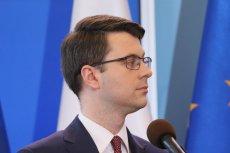 Rzecznik rządu Piotr Mueller przekonuje, że środowisko sędziowskie się pokłóciło, a afera Piebiaka nie dotyczy Zbigniewa Ziobry, ponieważ Piebiak to jego były podwładny.