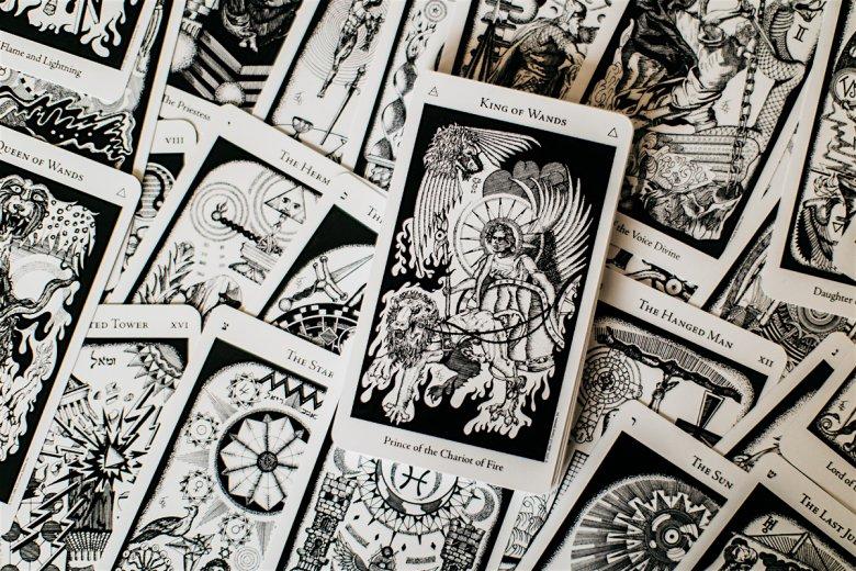 Karty tarota z symboliką kabalistyczną