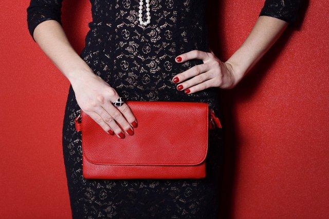 Żeby uzbierać na sukienkę od Chanel, trzeba inwestować. Wtedy może starczy i na torebkę