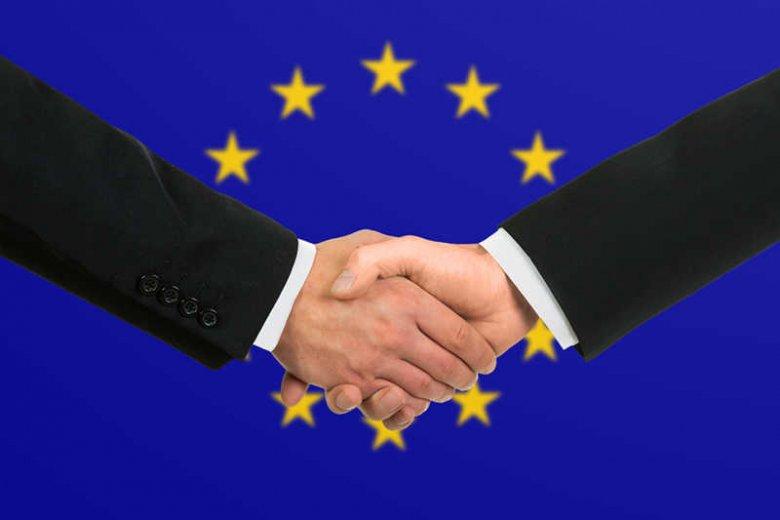 Absurdalne unijne przepisy to efekt walki o kasę i politycznych ustaleń