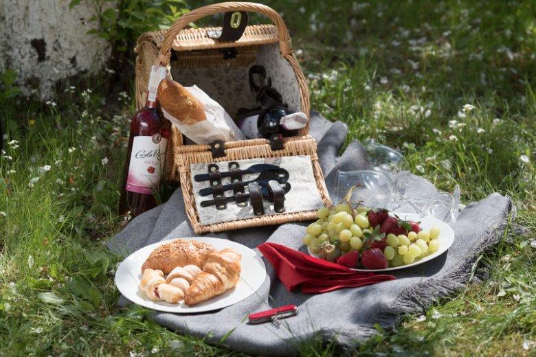 Pozwól sobie na to, żeby czas wreszcie zwolnił. Rozsmakuj się w jedzeniu, pij wino, poczuj ten moment wszystkimi zmysłami.
