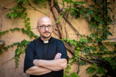 """Grzegorz Kramer tym razem celnie uderzył w Krystynę Pawłowicz i wyznawane przez nią """"wartości chrześcijańskie""""."""