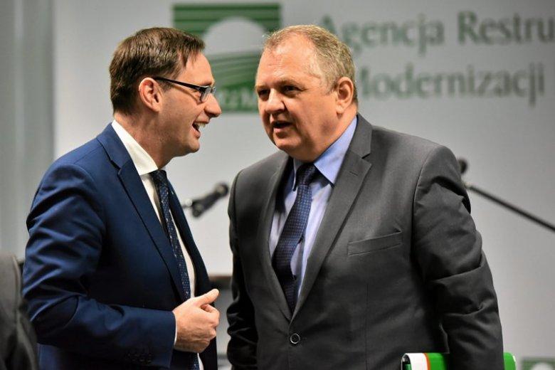 Daniel Obajtek, pierwszy z lewej, ma powody do zadowolenia. Po wyborach jego kariera nabrała tempa. Teraz były wójt wchodzi w branżę energetyczną.