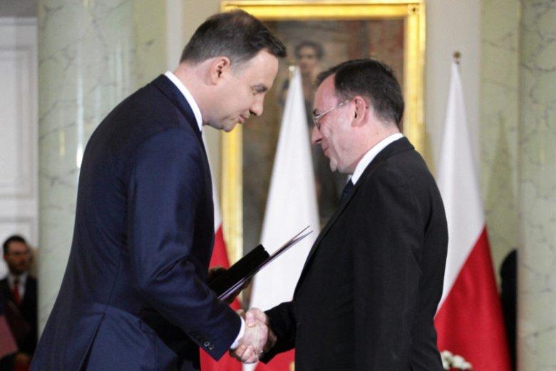 """""""Gazeta Wyborcza"""" opisuje, jak Andrzej Duda uzasadnił ułaskawienie Mariusza Kamińskiego i trzech innych osób z CBA. Okazuje się, że... bardzo lakonicznie."""