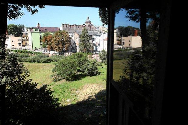 Widok na ogród księży Misjonarzy w Krakowie