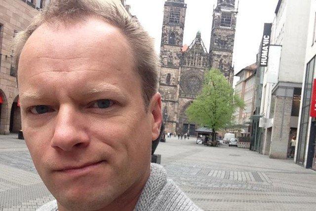 Maciej Stuhr sparafrazował posła Jarosława Kaczyńskiego, by zaprosić ludzi na czwartkową manifestację pod Pałacem Prezydenckim przeciwko upartyjnieniu sądów.