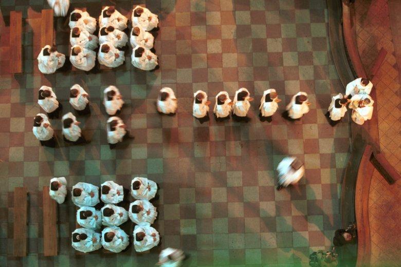 Święcenia kleryków Seminarium Duchownego w Poznaniu – uroczystość w poznańskim kościele farnym w 1999 r. Święceń dokonuje abp Juliusz Paetz.