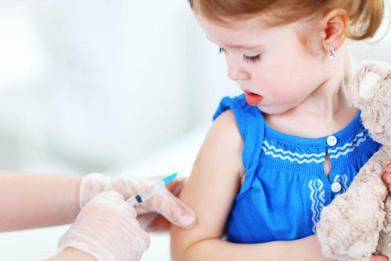 Co tak naprawdę znajduje się w szczepionkach. Specjaliści tłumaczą, że nie ma tam substancji groźnych dla zdrowia.