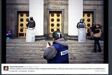 Demonstranci z Majdanu strzegą wejść do parlamentu i opuszczonego przez prezydenta pałacu