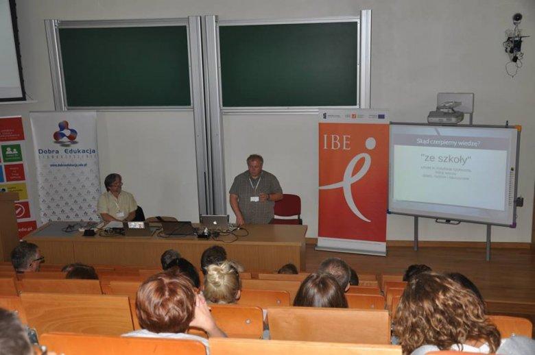 Prof. Marek Bednarczyk z PJWSTK oraz Jacek Ścibor z ORE podczas drugiej sesji plenarnej konferencji Techniki Dobrej Edukacji