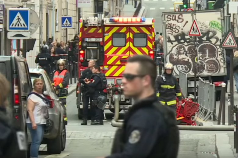 Mężczyzna wziął w Paryżu zakładników.