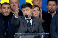 Ołeh Sencow i ukraińscy marynarze wracają do Ukrainy z rosyjskiej niewoli. Na zdj. prezydent Ukrainy Wołodymyr Zełenski, który może to odbierać jako swój wielki sukces.