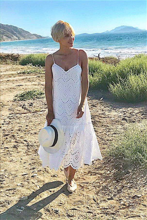 Ewelina Rydzyńska demonstruje, jak może wyglądać wakacyjny minimalizm modowy