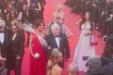 Lech Wałęsa na czerwonym dywanie festiwalu w Cannes.