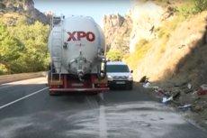 W wypadku zginęli wszyscy pasażerowie auta osobowego poza kierowcą.