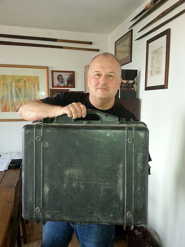 Autor i jego nieśmiertelna *(prawie) walizka Pelican