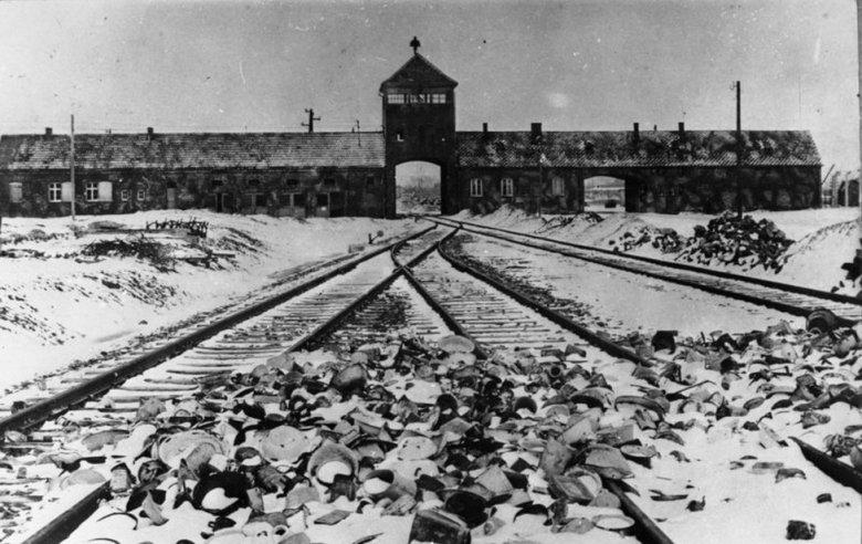 Brama wejściowa obozu koncentracyjnego Auschwitz I.