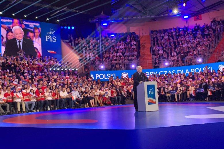 Do 2023 r. pensja minimalna wyniesie 4 tys. zł – ogłosił na konwencji PiS Jarosław Kaczyński.