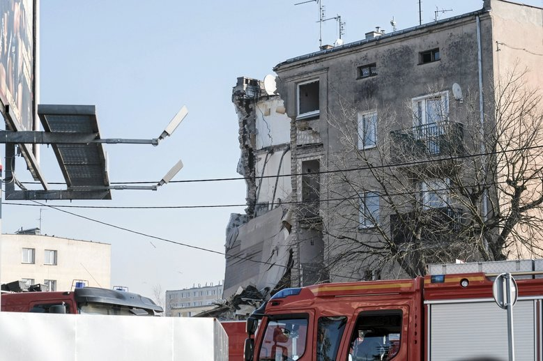 Sprawca wybuchu kamienicy w Poznaniu spowodował wypadek samochodowy, w którym uczestniczył jego syn.
