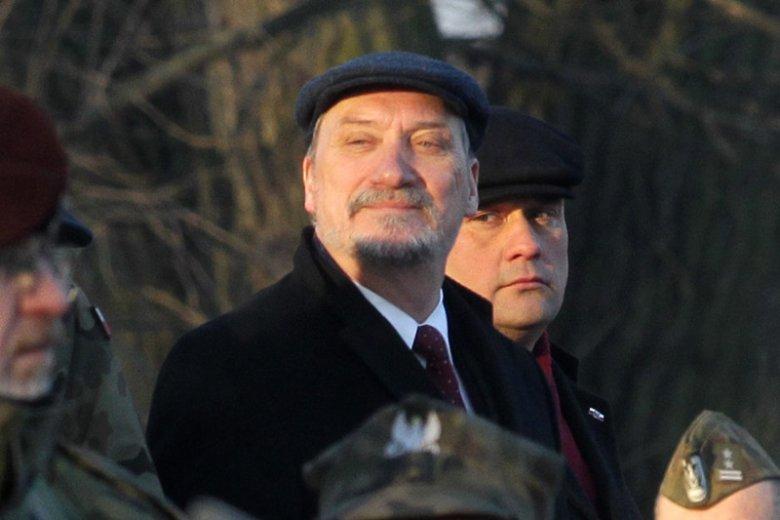 Minister Antoni Macierewicz w 2016 r. utworzył Akademię Sztuki Wojennej w miejsce Akademii Obrony Narodowej.