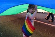 Dzieci na Paradzie Równości? Konserwatywna część Twittera zareagowała oburzeniem.