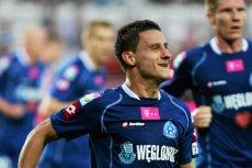 Dzięki dwóm golom Arkadiusza Piecha, Ruch podniósł się z kolan i wygrał mecz z Macedończykami