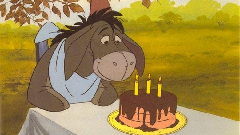 Paradoksalnie, na co dzień smutny Kłapouchy, tylko raz w historii się uśmiechnął: w swoje urodzin