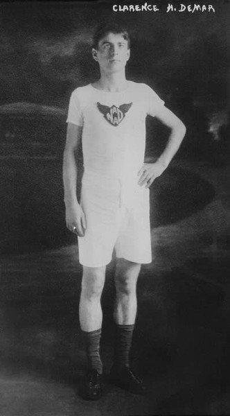 Clarence DeMar - siedmiokrotny zwycięzca maratonu bostońskiego.
