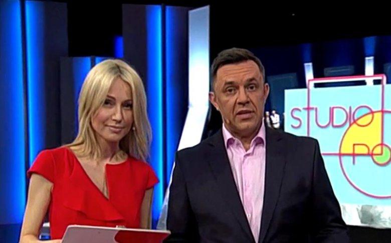 """Magdalena Ogórek i Jacek Łęski, prowadzący """"Studio Polska"""" natychmiast na antenie odcięli się od antysemickich wpisów, które pojawiły się na pasku w TVP Info."""