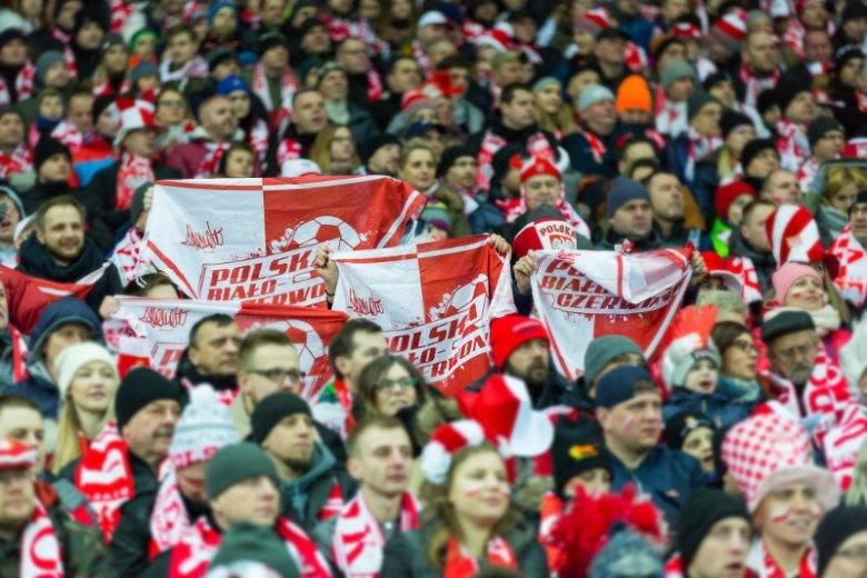 Bezwarunkowa miłość, bezgraniczne oddanie i niezachwiana wiara w zwycięstwo to znaki rozpoznawcze kibiców polskiej reprezentacji. Dla świata to zachowanie to inspirujący fenomen
