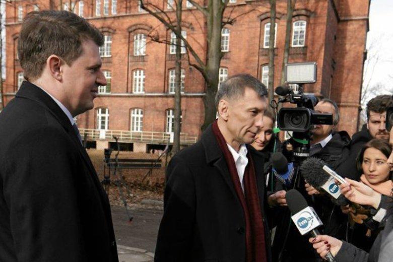 Pan Stanisław ze swoim adwokatem tuż po wyjściu z psychiatryka.
