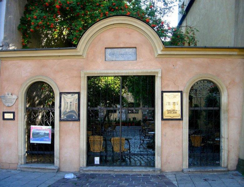 Wejście do krakowskiej synagogi Poppera, jednej z siedmiu świątyń, które można będzie odwiedzić w nocy z soboty na niedzielę.