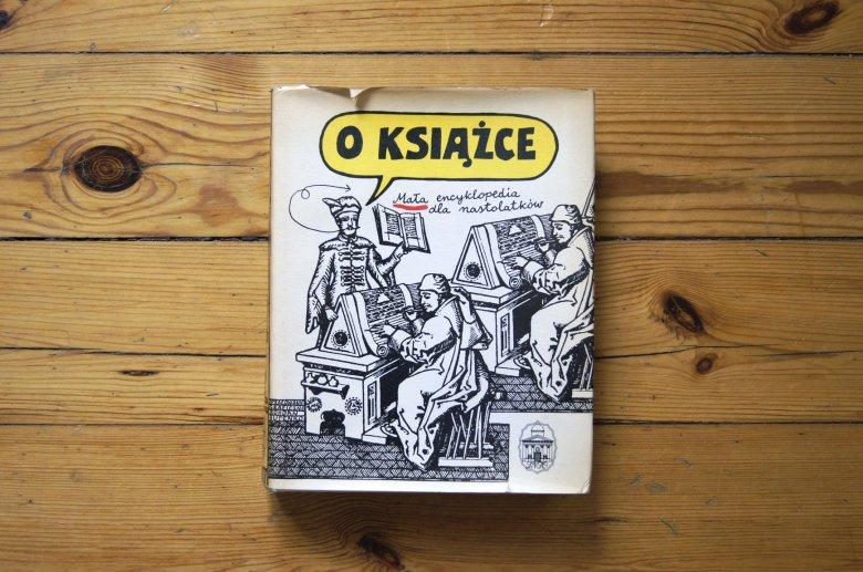 """""""O książce. Mała encyklopedia dla nastolatków"""", z ilustracjami Bohdana Butenki. Wydawnictwo Zakład Narodowy im. Ossolińskich, Wrocław 1987."""