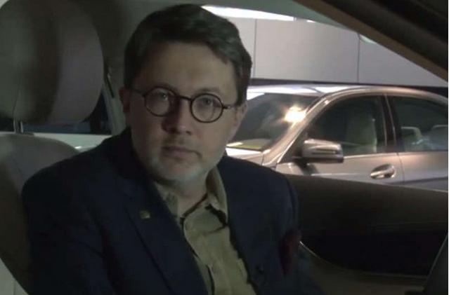 Rusinek był krytykowany za współpracę z Mercedesem.