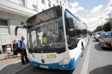 Kierowca miejskiego autobusu wspólnie z pasażerami dokonała obywatelskiego zatrzymania pijanego kierowcy samochodu osobowego.
