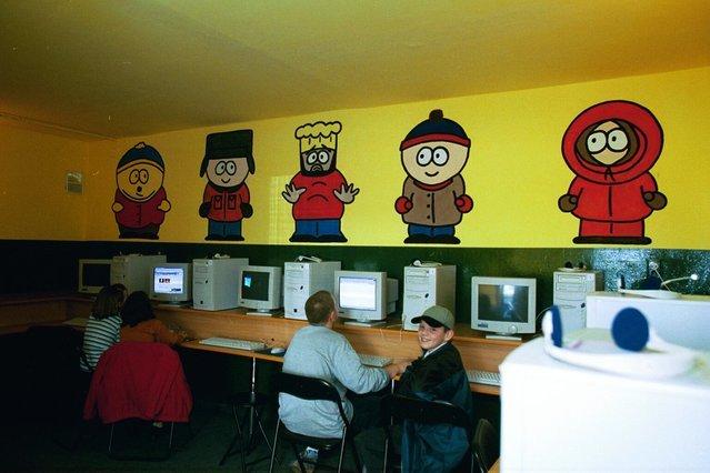 Kafejki internetowe były dla wielu miejscem pierwszego kontaktu z internetem.