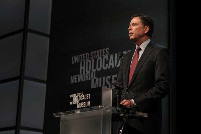 Szef FBI James Comey miał przeprosić za słowa o udziale Polaków w Holokauście, ale zablokował to Biały Dom.