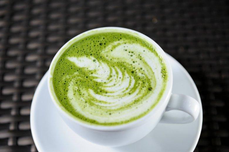 Latte z dodatkiem matchy? Idealny kompromis