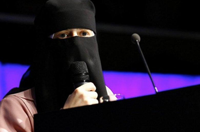 Nora Illi, Szwajcarka, która przeszła na islam walczy z zakazem noszenia burek. Jej zdaniem władze Szwajcarii dyskryminują kobiety.