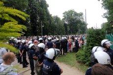 Marsz Równości w Częstochowie próbowały zatrzymać osoby związane ze środowiskiem narodowym i kibice.