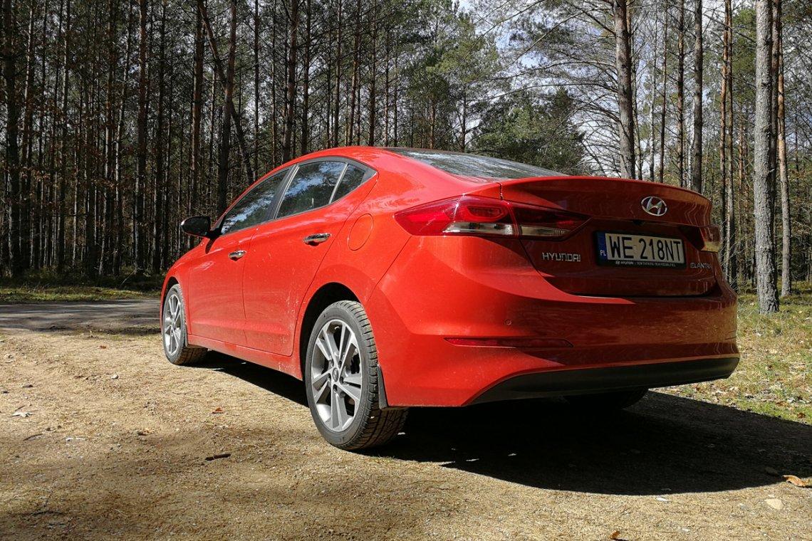 Hyundai Elantra podczas testu bez większego problemu wygenerował spalanie na poziomie 6 litrów na 100km.