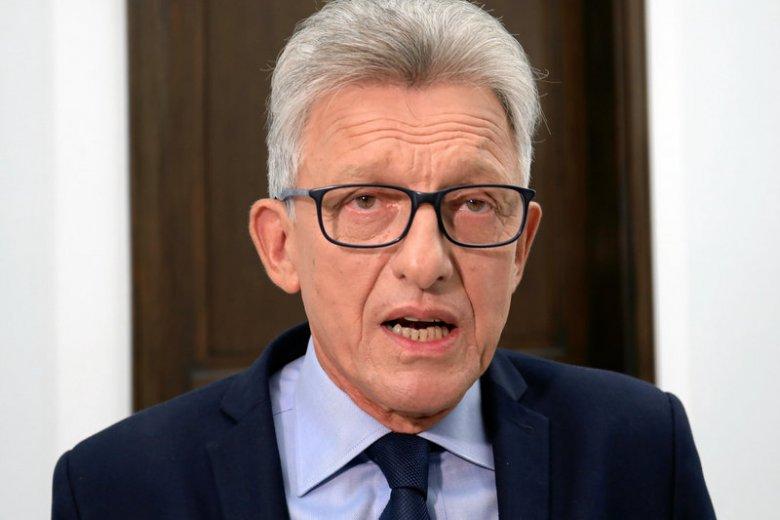 Piotrowicz usprawiedliwiał w swoich wypowiedziach księdza skazanego później za pedofilię.