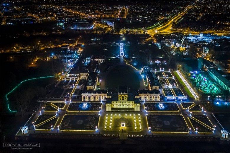 """Nocne zdjęcia Warszawy pokazują ogrom, którego nie widać z """"ziemskiej"""" perspektywy"""