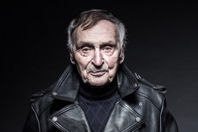 Andrzej Mularczyk – pisarz, dziennikarz, scenarzysta, radiowiec. Twórca scenariusza do ostatniego filmu Andrzeja Wajdy.