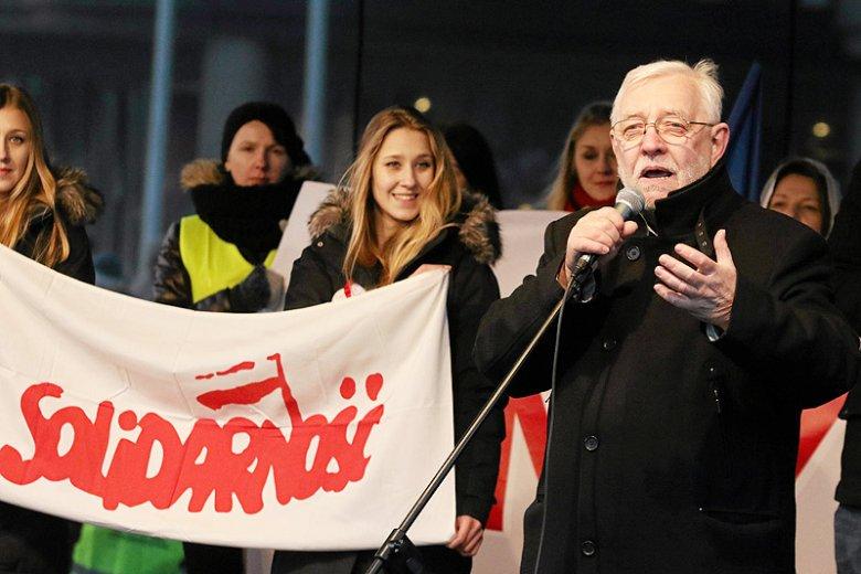 W PRL Jerzy Stępień był silnie zaangażowany w walkę z komunistycznym reżimem.